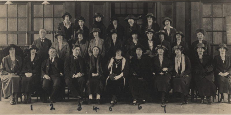 A black and white photograph of the Women's Engineering Science Conference at Birmingham University, 1923,